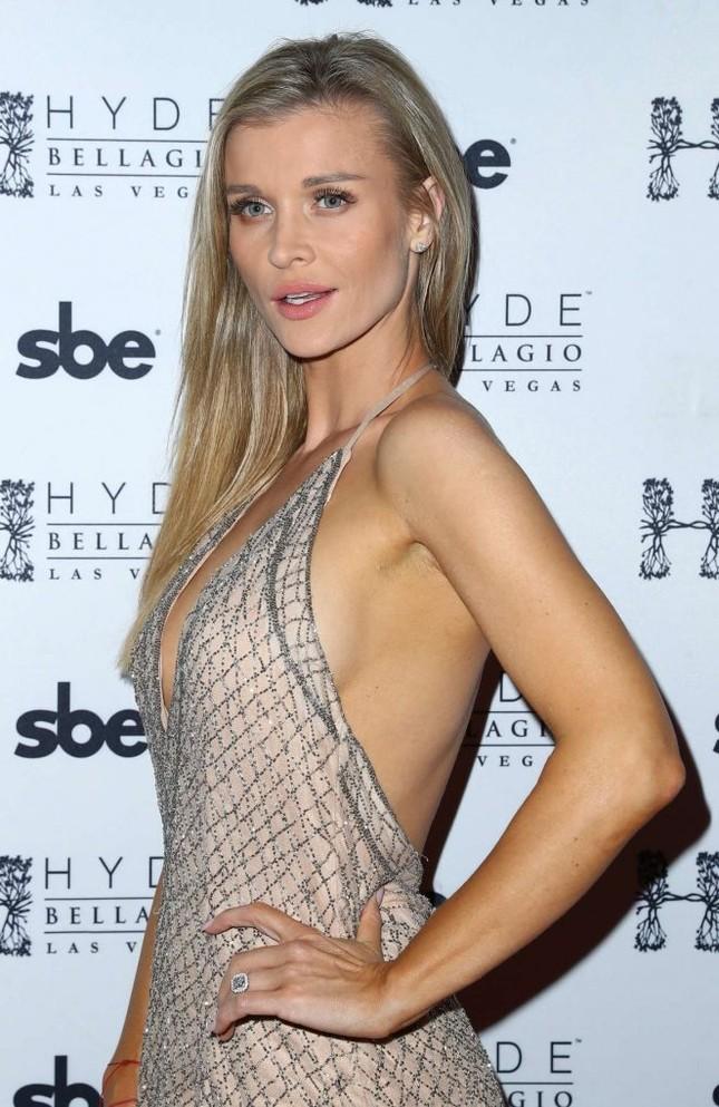 Người mẫu Playboy Joanna Krup diện đầm trễ nải khoe dáng nuột ảnh 8
