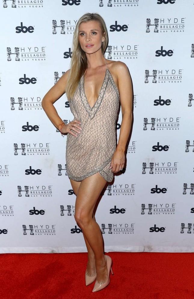 Người mẫu Playboy Joanna Krup diện đầm trễ nải khoe dáng nuột ảnh 9