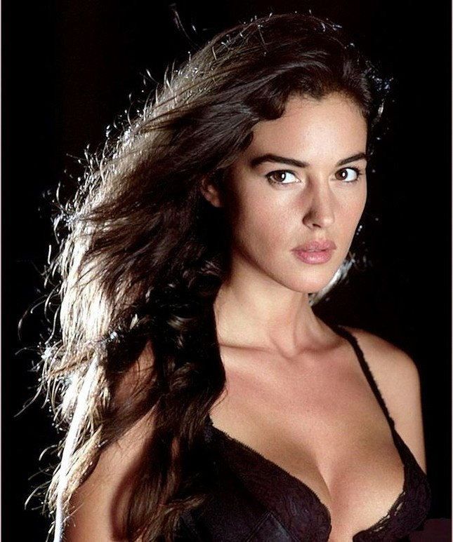 Biểu tượng sắc đẹp Ý Monica Bellucci khoe vóc dáng nữ thần ở tuổi 53 ảnh 8