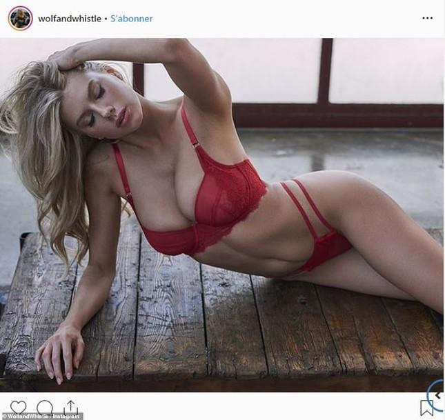 'Biểu tượng sex' Charlotte McKinney phô đường cong hoàn hảo với nội y ảnh 1