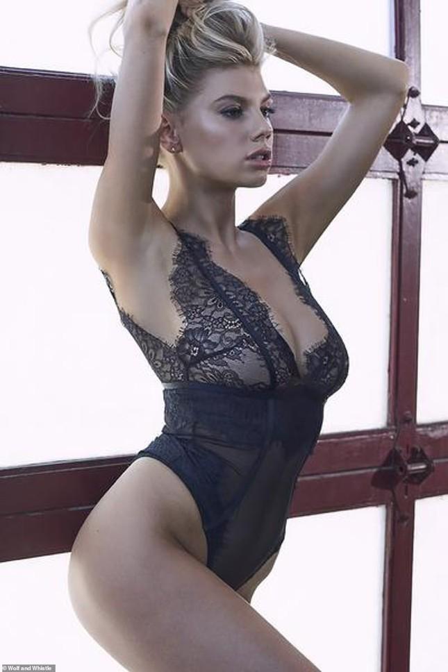 'Biểu tượng sex' Charlotte McKinney phô đường cong hoàn hảo với nội y ảnh 4