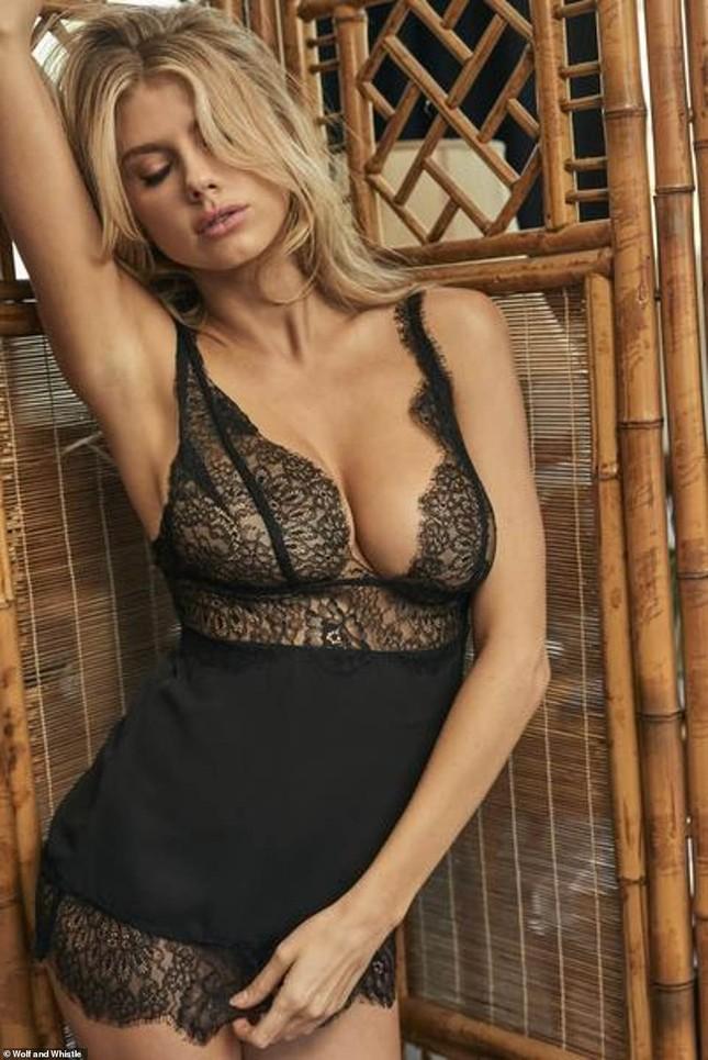 'Biểu tượng sex' Charlotte McKinney phô đường cong hoàn hảo với nội y ảnh 5
