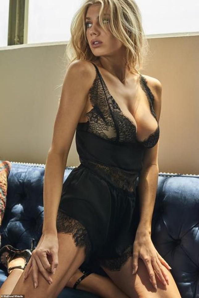 'Biểu tượng sex' Charlotte McKinney phô đường cong hoàn hảo với nội y ảnh 6
