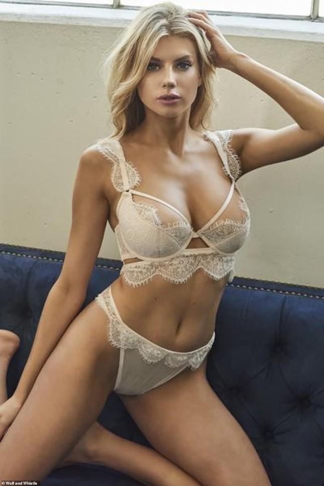 'Biểu tượng sex' Charlotte McKinney phô đường cong hoàn hảo với nội y ảnh 7