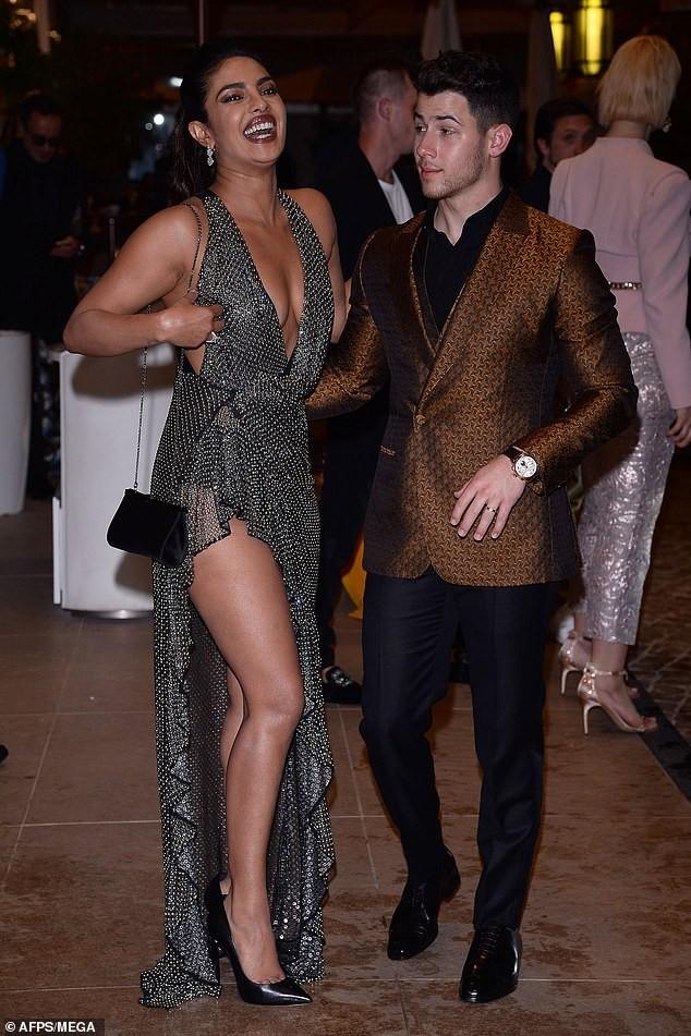 Hoa hậu Priyanka Chopra sexy hết nấc bên chồng trẻ ở Cannes ảnh 4