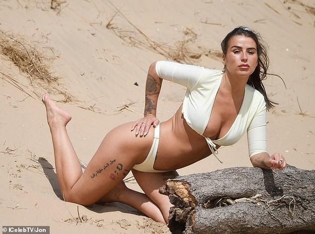 Jenny Thompson thả dáng sexy nảy nở trên biển ảnh 11