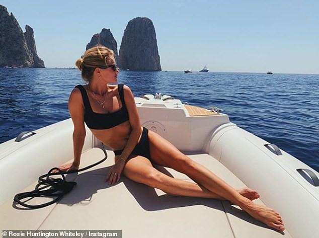 Bạn gái 'Người vận chuyển' khoe dáng đẹp như tạc tượng với bikini ảnh 1