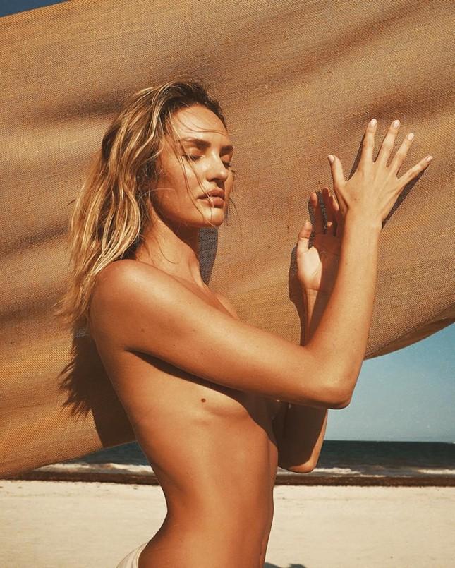 Candice Swanepoel tung ảnh bán nude khoe vóc dáng nuột nà gợi cảm ảnh 3