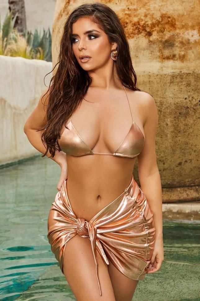 Ba vòng 'bỏng rẫy' của 'Kim Kardashian nước Anh' khiến quý ông phải thổn thức ảnh 9