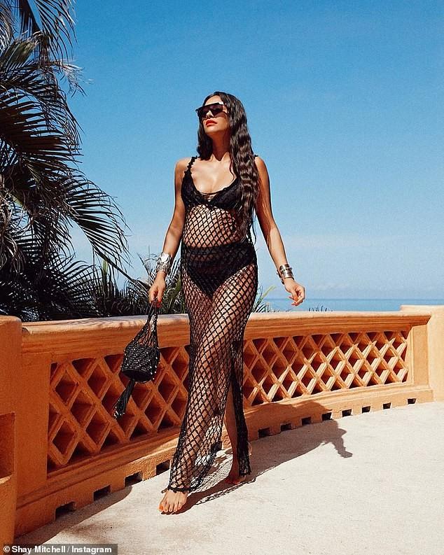 Shay Mitchell bụng bầu 7 tháng vẫn chụp ảnh bikini 2 mảnh quyến rũ ảnh 3