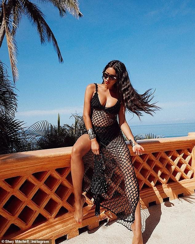 Shay Mitchell bụng bầu 7 tháng vẫn chụp ảnh bikini 2 mảnh quyến rũ ảnh 4