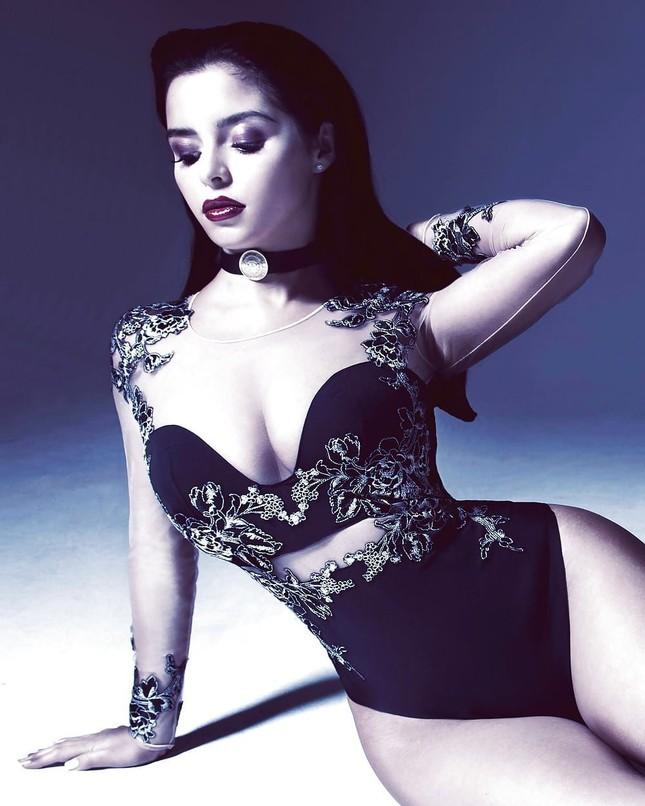 'Kim Kardashian nước Anh' chụp ảnh khoả thân, khoe đường cong 'chết người' ảnh 4