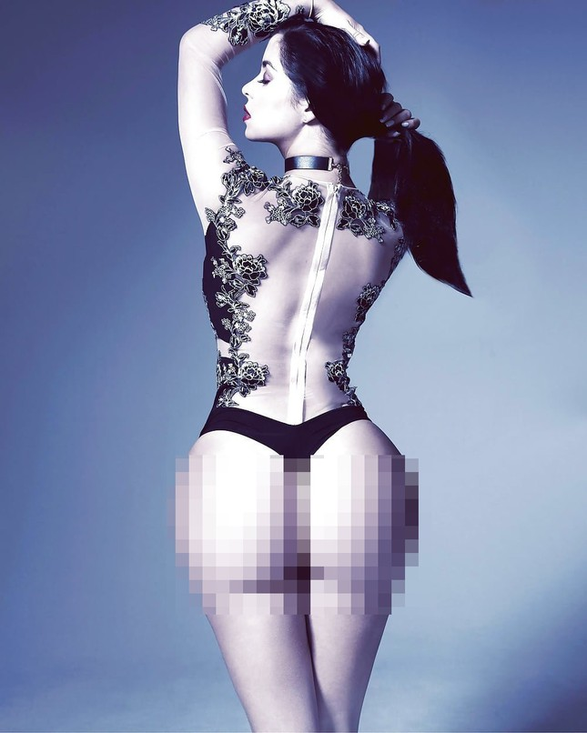 'Kim Kardashian nước Anh' chụp ảnh khoả thân, khoe đường cong 'chết người' ảnh 5