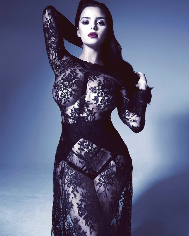 'Kim Kardashian nước Anh' chụp ảnh khoả thân, khoe đường cong 'chết người' ảnh 6