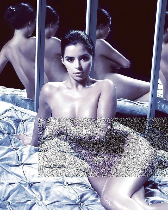 'Kim Kardashian nước Anh' chụp ảnh khoả thân, khoe đường cong 'chết người' ảnh 2