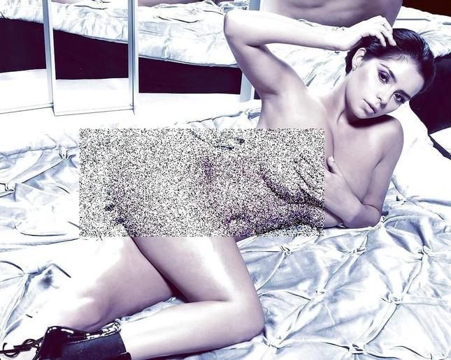 'Kim Kardashian nước Anh' chụp ảnh khoả thân, khoe đường cong 'chết người' ảnh 1