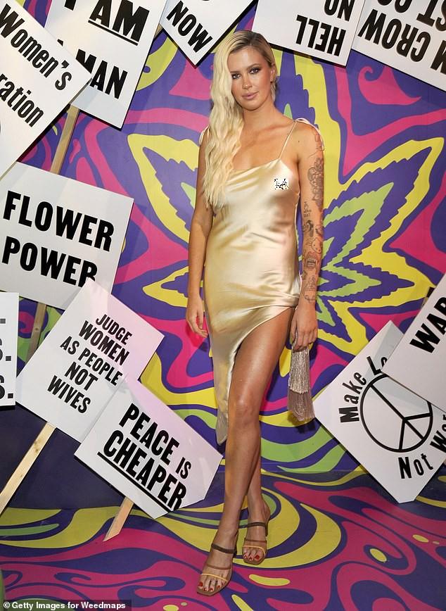 Người mẫu 9x mặc váy lụa mỏng 2 dây, không áo ngực đi sự kiện gây tranh cãi ảnh 2