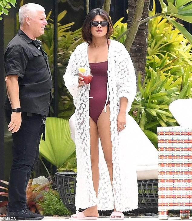 Hoa hậu Priyanka Chopra sexy với áo tắm lọt ống kính giới săn ảnh ảnh 8
