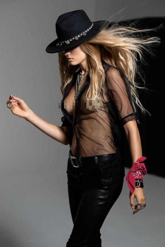 'Thiên thần áo tắm' Nga Vita Sidorkina 'cởi đồ' siêu gợi cảm trên tạp chí ảnh 3