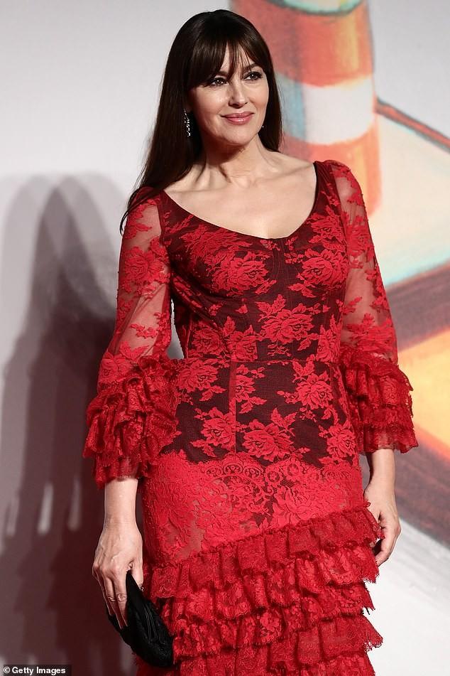 Minh tinh Monica Bellucci xinh đẹp không tuổi trên thảm đỏ LHP Venice ảnh 7
