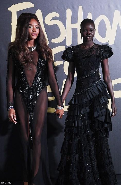 'Báo đen' huyền thoại Naomi Campbell mặc như không ở tuổi 49 gây choáng váng ảnh 6
