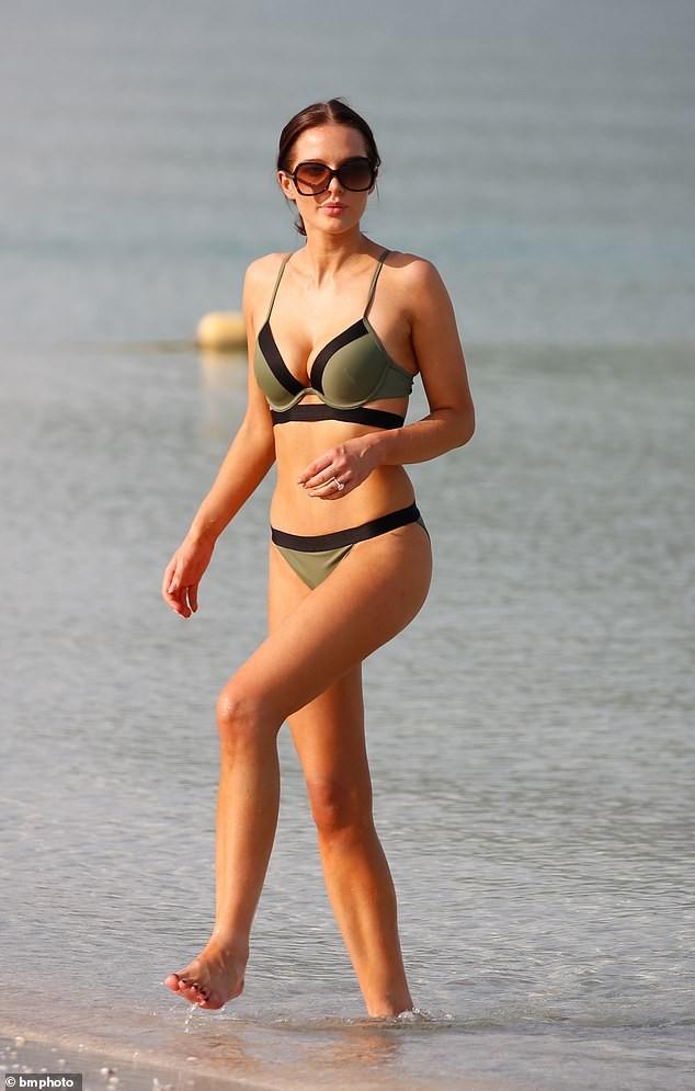 Helen Flanagan khoe dáng nuột nà mê đắm với bikini ảnh 4