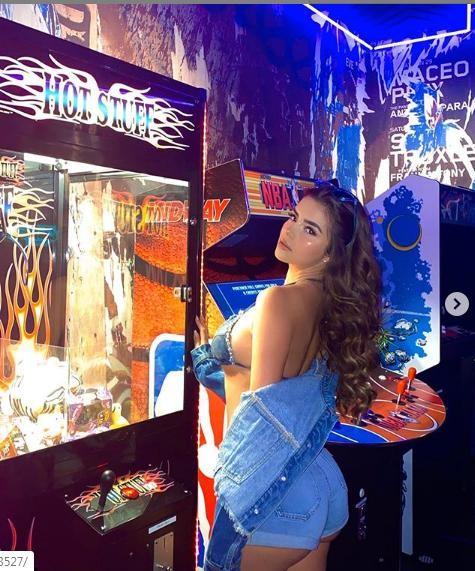 Demi Rose tung ảnh bán nude siêu nóng bỏng, gây 'bão' cộng đồng mạng ảnh 6