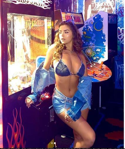 Demi Rose tung ảnh bán nude siêu nóng bỏng, gây 'bão' cộng đồng mạng ảnh 7