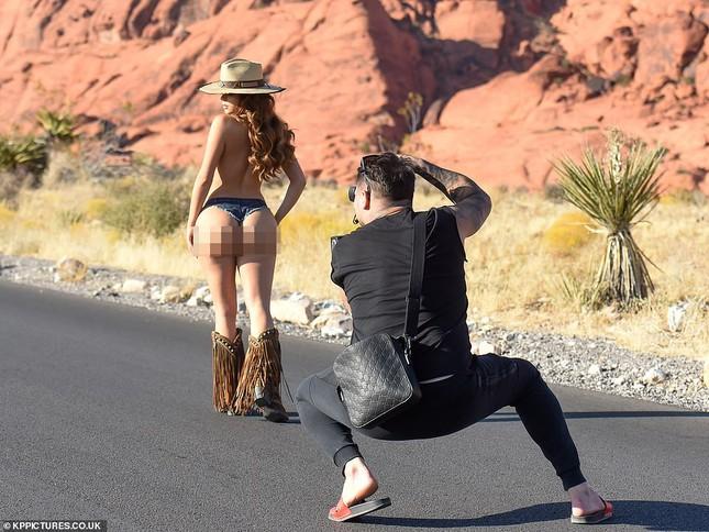 Demi Rose lại cởi đồ, chụp ảnh bán nude khoe đường cong 'chết người' ảnh 4
