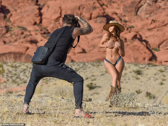Demi Rose lại cởi đồ, chụp ảnh bán nude khoe đường cong 'chết người' ảnh 3