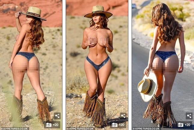 Demi Rose lại cởi đồ, chụp ảnh bán nude khoe đường cong 'chết người' ảnh 1