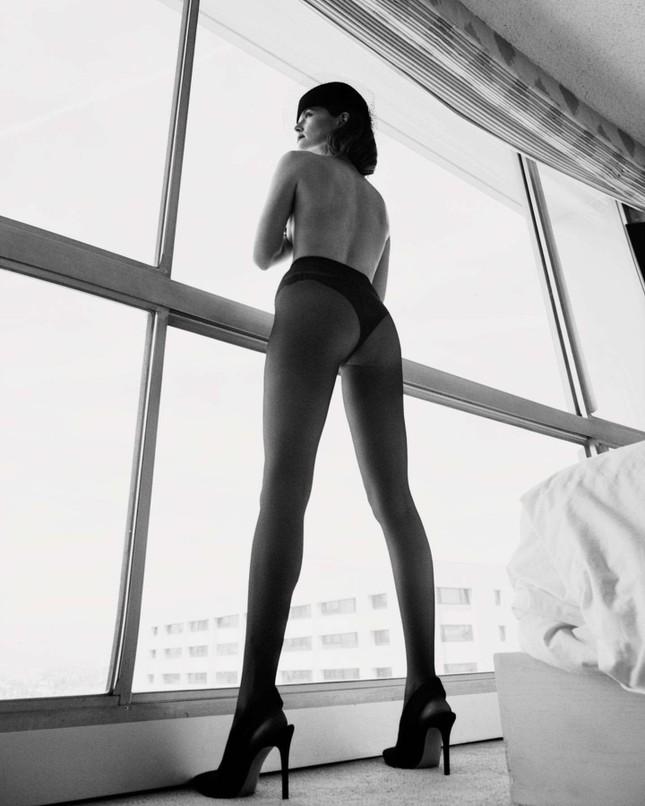 Zoey Deutch cởi đồ, bán nude tuyệt đẹp trên tạp chí ảnh 3
