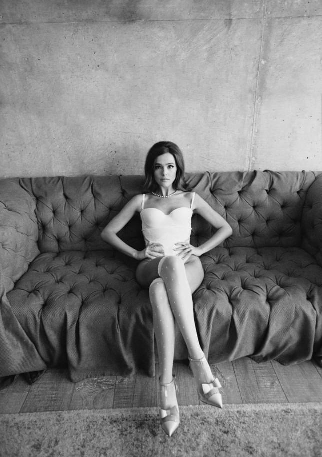 Zoey Deutch cởi đồ, bán nude tuyệt đẹp trên tạp chí ảnh 6