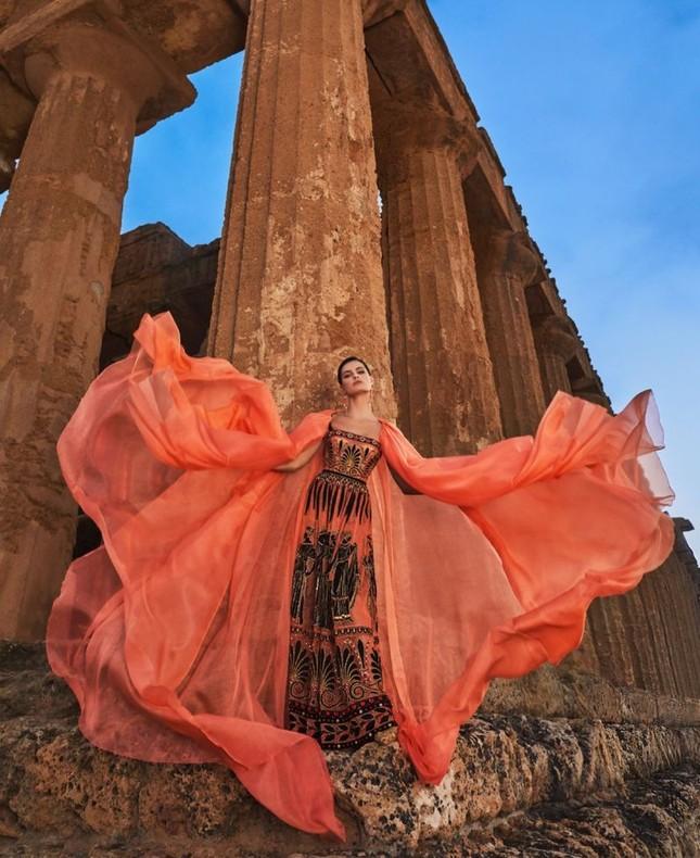 Mê mẩn ngắm vóc dáng tuyệt mỹ của siêu mẫu Brazil Isabeli Fontana ảnh 1