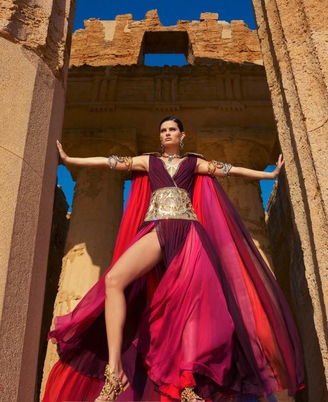 Mê mẩn ngắm vóc dáng tuyệt mỹ của siêu mẫu Brazil Isabeli Fontana ảnh 2