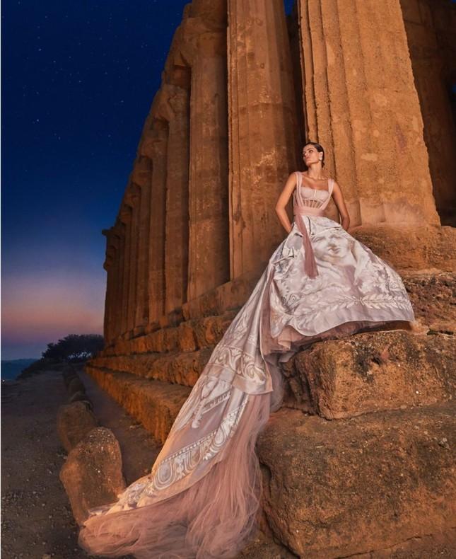 Mê mẩn ngắm vóc dáng tuyệt mỹ của siêu mẫu Brazil Isabeli Fontana ảnh 4