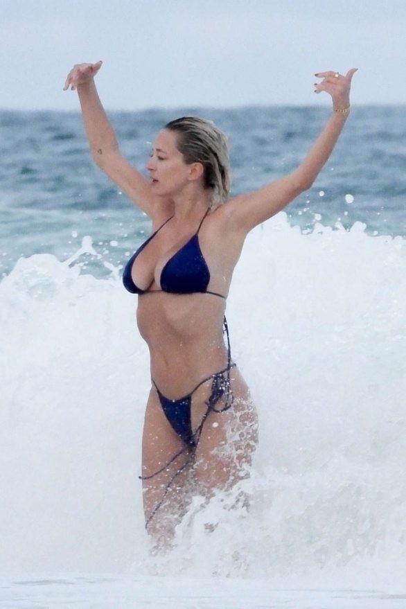 Mỹ nhân được ví như Marilyn Monroe 'thiêu đốt' ánh nhìn với bikini bé xíu ảnh 7