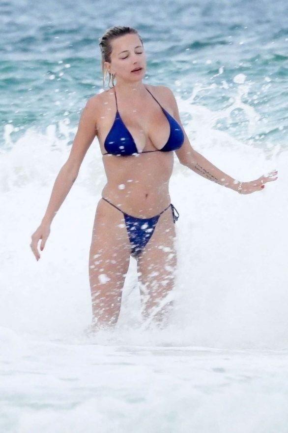 Mỹ nhân được ví như Marilyn Monroe 'thiêu đốt' ánh nhìn với bikini bé xíu ảnh 8