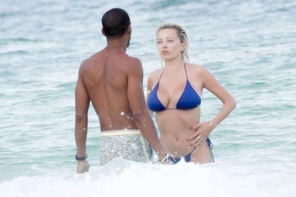 Mỹ nhân được ví như Marilyn Monroe 'thiêu đốt' ánh nhìn với bikini bé xíu ảnh 2