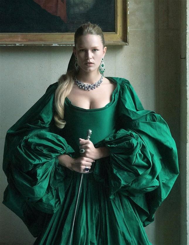 Loạt ảnh tôn ngực đầy 'bỏng mắt' của siêu mẫu Anna Ewers ảnh 9