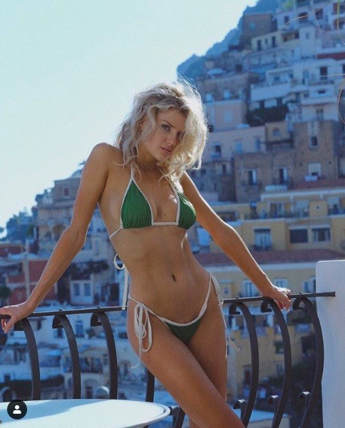 'Biểu tượng gợi cảm' nước Mỹ nảy nở gợi cảm với bikini ảnh 4