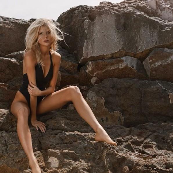 'Biểu tượng gợi cảm' nước Mỹ nảy nở gợi cảm với bikini ảnh 5