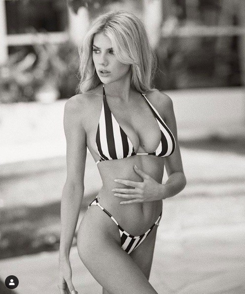 'Biểu tượng gợi cảm' nước Mỹ nảy nở gợi cảm với bikini ảnh 6