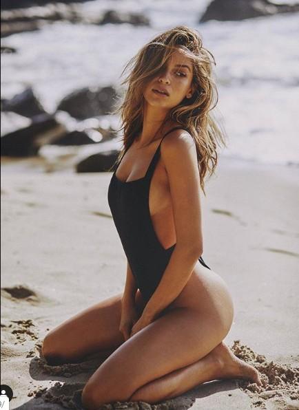 Siêu mẫu Cassie Amato thả dáng quyến rũ mê hồn trên biển ảnh 13