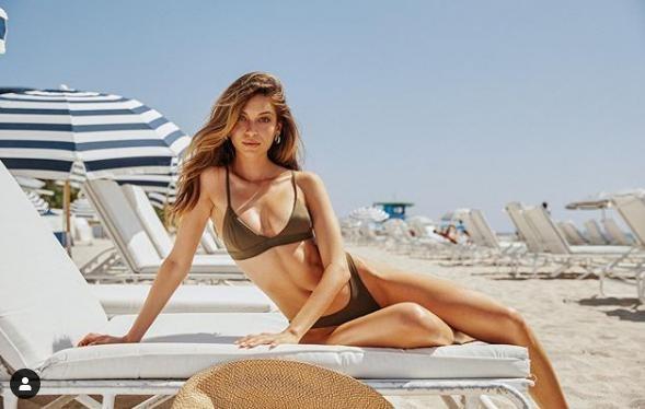 Siêu mẫu Cassie Amato thả dáng quyến rũ mê hồn trên biển ảnh 12