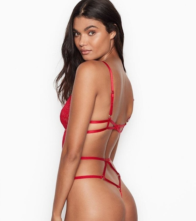 Vẻ quyến rũ đàn bà mê đắm của siêu mẫu nội y Daniela Braga ảnh 1