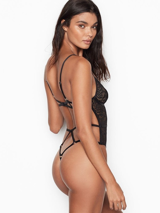 Vẻ quyến rũ đàn bà mê đắm của siêu mẫu nội y Daniela Braga ảnh 12