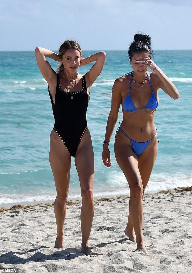 Kaitlynn Carter khoe dáng nóng bỏng với bikini sau chia tay Miley Cyrus 3 tháng ảnh 3