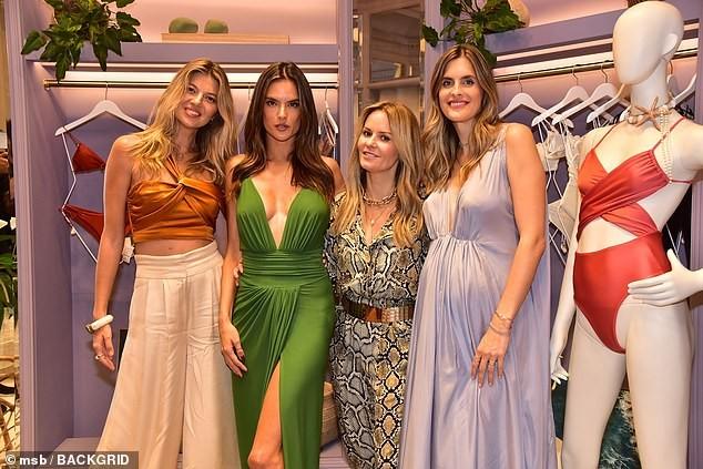 Không nội y, Alessandra Ambrosio gợi cảm ngất ngây với váy xẻ ngực sâu ảnh 2