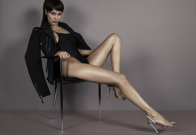 Bella Hadid khoe vóc dáng tuyệt mỹ, chân thon dài bất tận ảnh 6